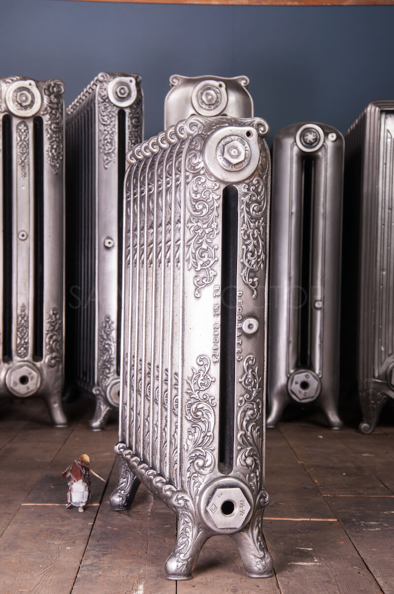 Single Column Beeston Decorated Cast Iron Radiator 660mm High